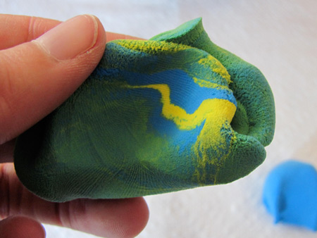 mix yellow clay and blue clay to make green