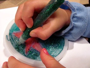 Coloring a recycled plastic lid