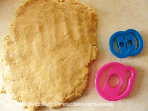 make doughnut dough and roll flat