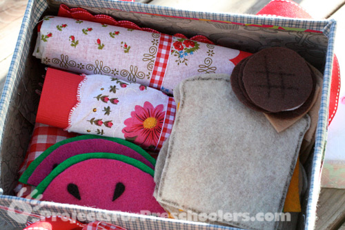 Store felt picnic food in shoebox picnic basket