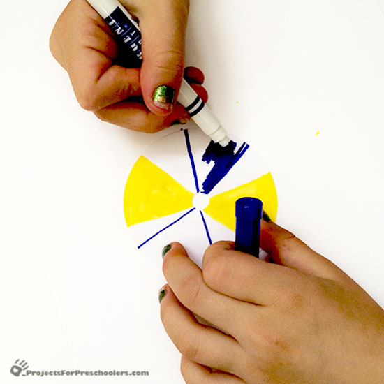 Color the top of a spinning top and see the colors combine